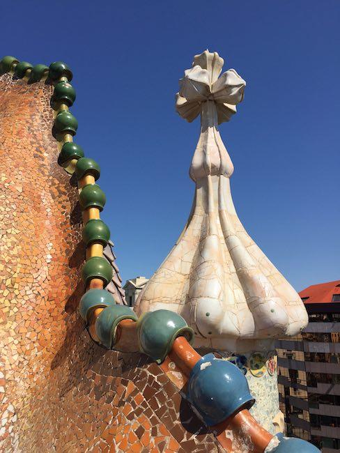 Casa Battlo Drachenrücken Dach
