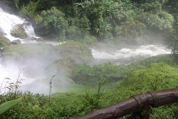 Gischt am Wachirathan Wasserfall Doi Inthanon