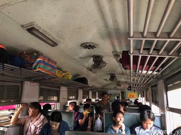 Zug 3. Klasse in Thailand Bangkok nach Ayutthaya