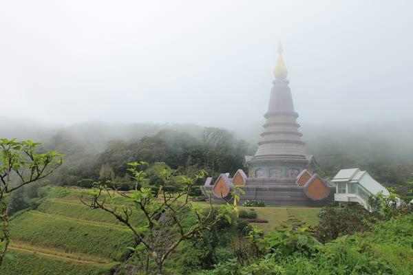 Zwillingspagoden Twin Pagodas im Nebel am Doi Inthanon