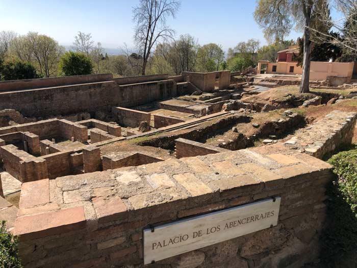 Archäologische Ausgrabungen auf dem Alhambra Gelände