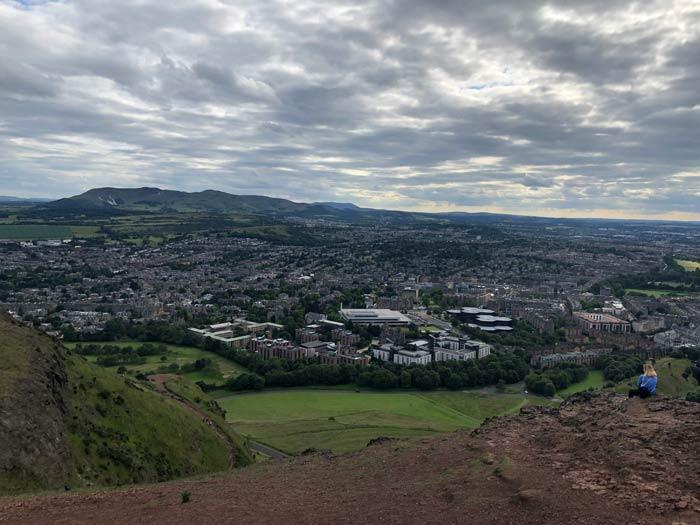 Blick von Arthur´s Seat auf Edinburgh