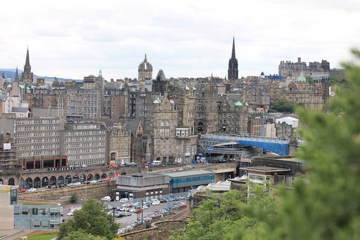 Ausblick Altstadt Edinburgh von Calton Hill