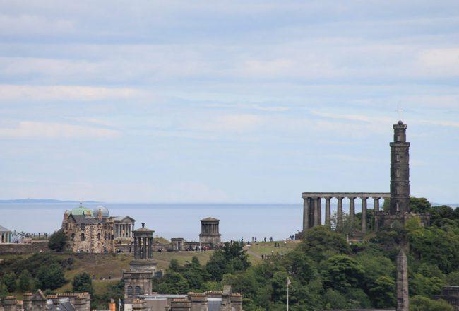 Calton Hill Edinburgh aus der Ferne