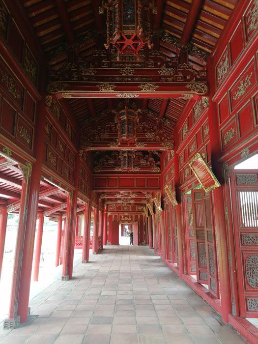 Säulengang in der Imperial City in Hue