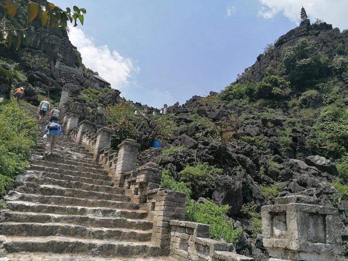 Aufstieg Treppen zu Hang Mua