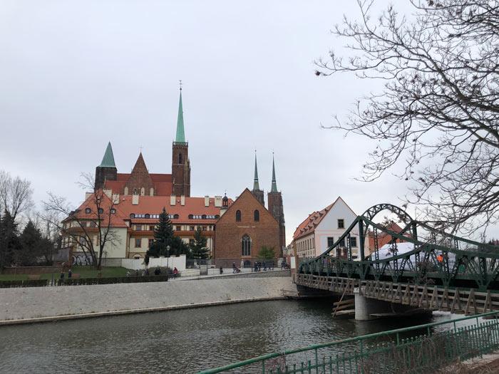Dominsel mit Dombrücke und Dom von Breslau im Hintergrund