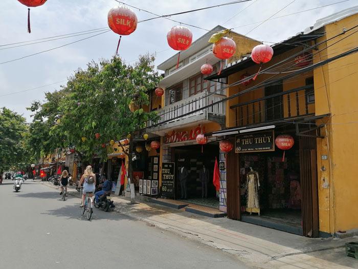 Mit dem Fahrrad in die Altstadt von Hoi An