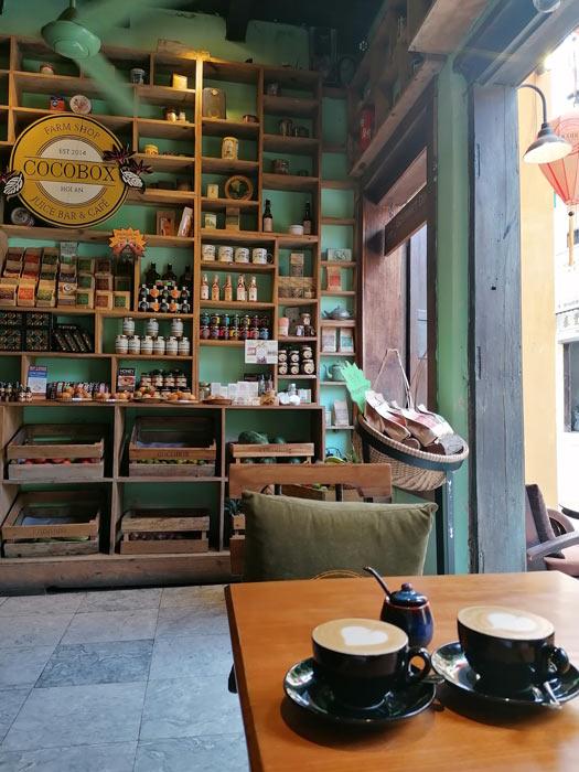 Kaffeehaus mit Cappuccino
