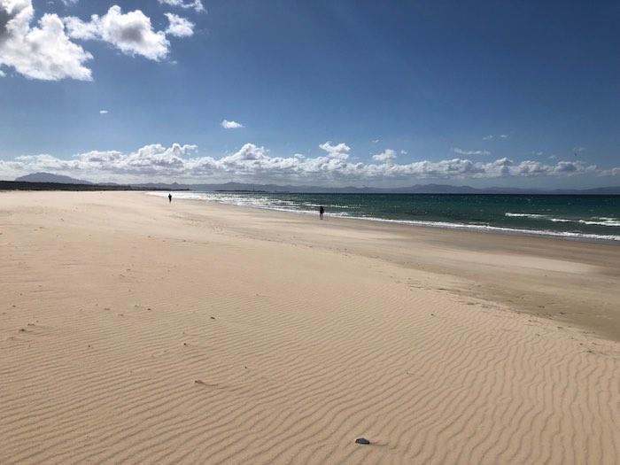 Weitläufiger Strand Playa de los Lances