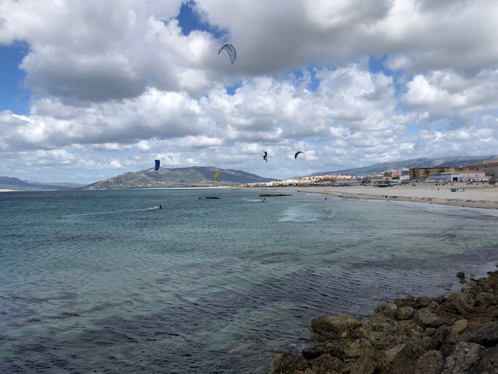 Surfer Kitesurfer bei Tarifa