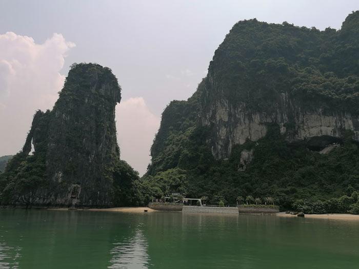 Blick zur Hang Sung Sot Höhle