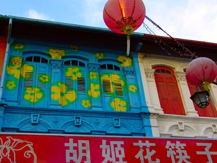Chinatown Fassade mit Lampions in Singapur