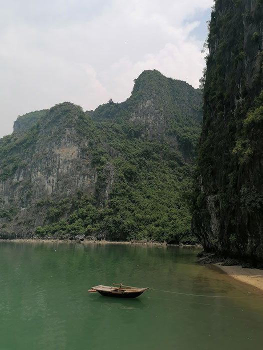 Einsames Boot in Halong