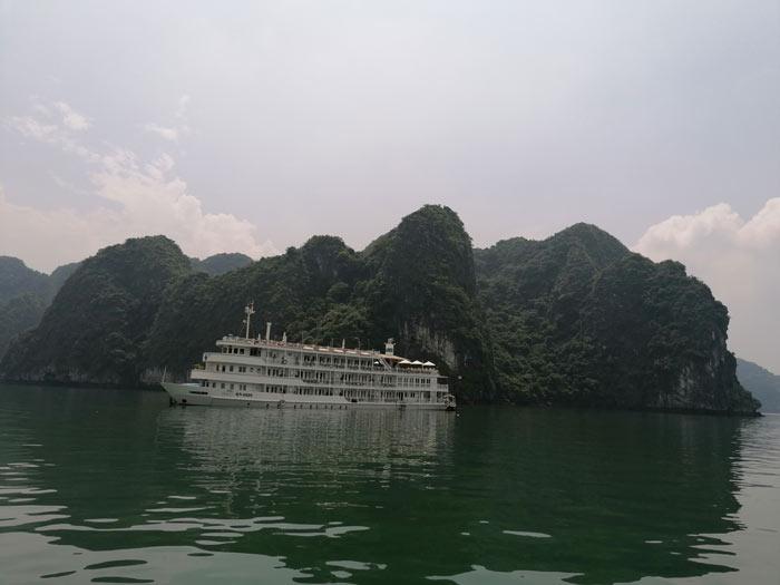 Schiff in Halong Bucht