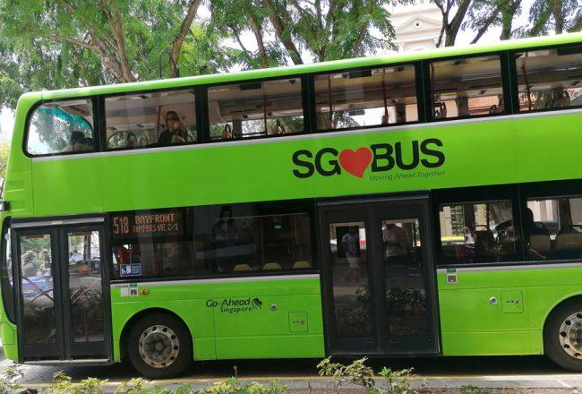 Grüner Singapur Bus