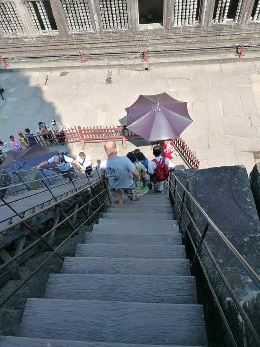 Steile Treppen in Angkor