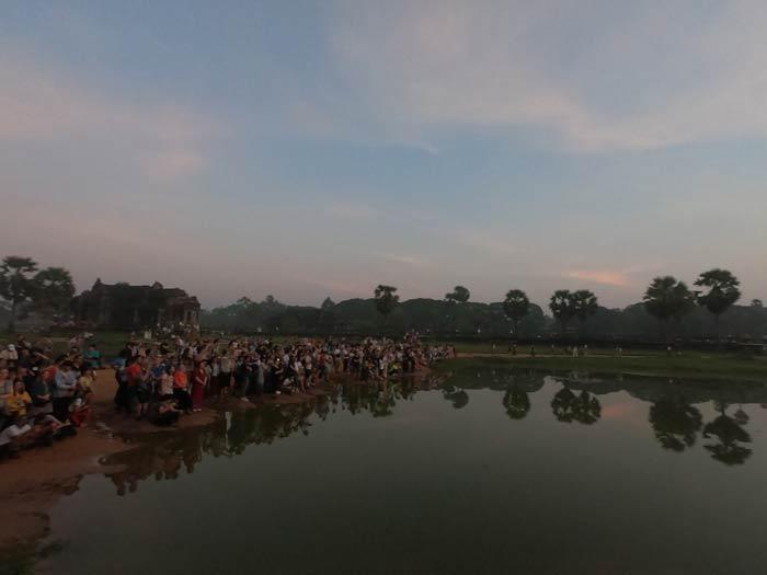 Menschenmassen beim Sonnenaufgang in Angkor Wat