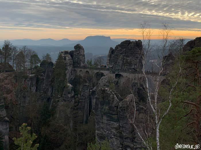 Bastei mit Basteibrücke zum Sonnenuntergang