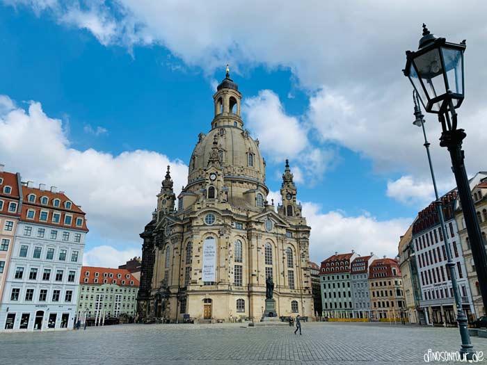 Frauenkirche mit menschenleerem Neumarkt