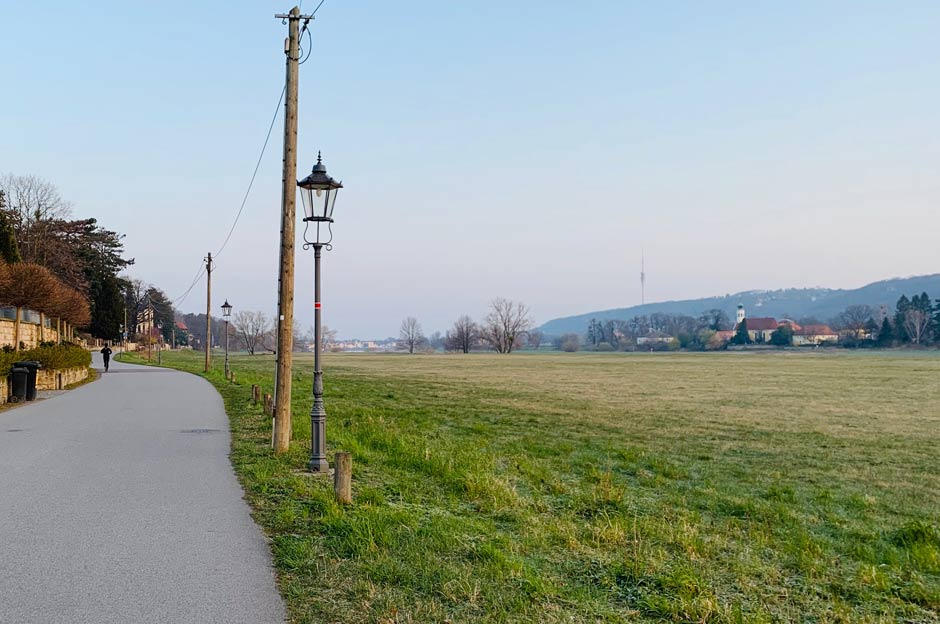 Joggen in Dresden auf dem Elberadweg