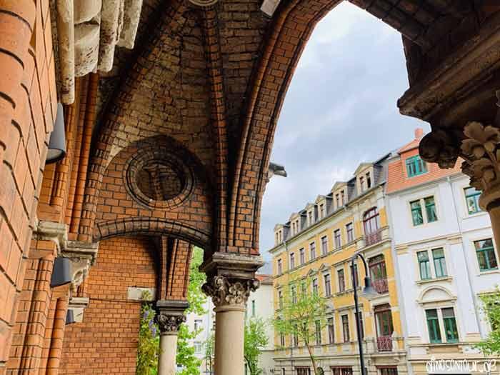 Torbogen in der Kirchenruine St. Pauli