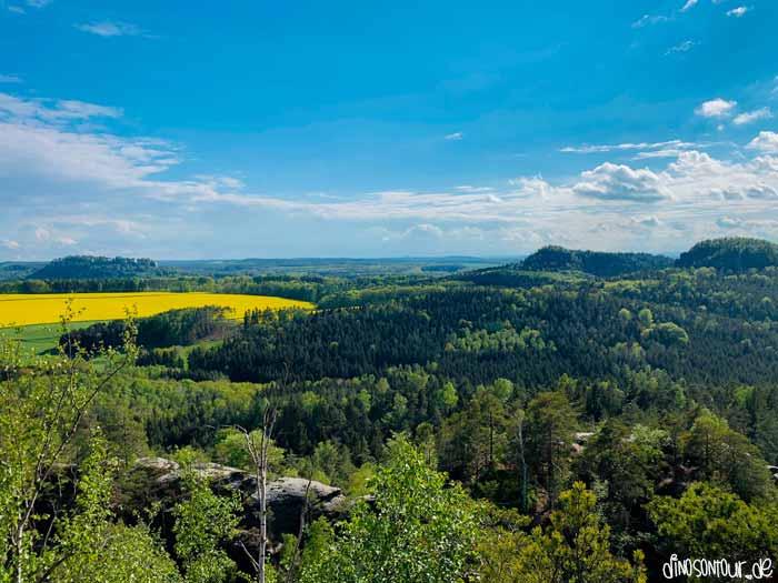 Blick auf den Königstein sowie rechts die Bärensteine