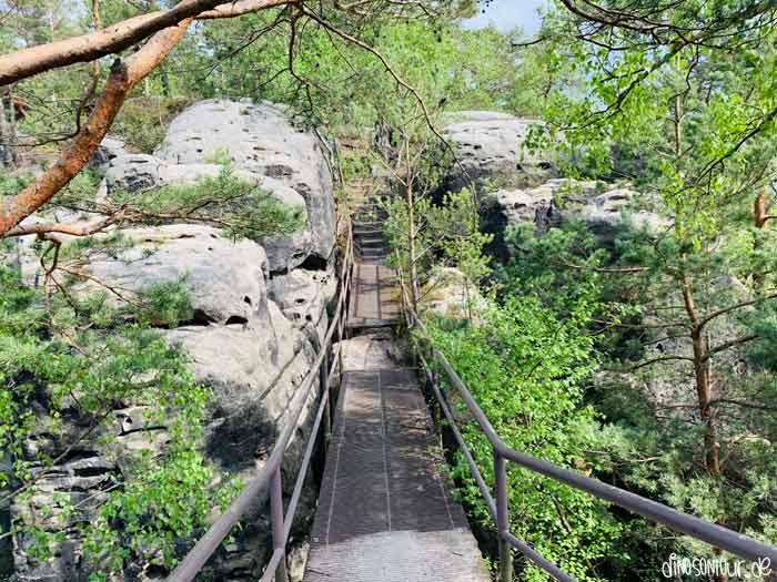 Metallstufen hinauf zum Rauenstein