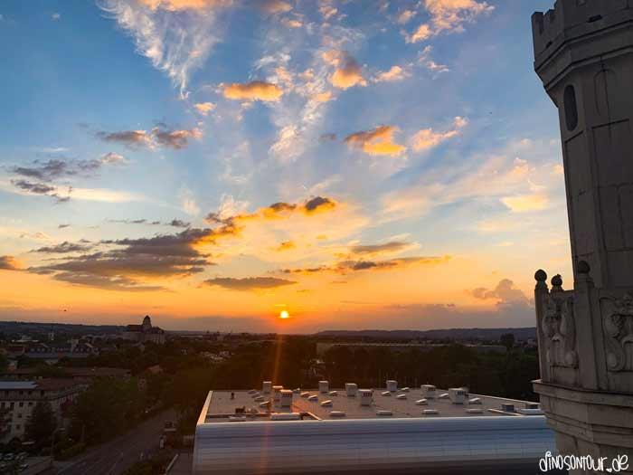 Sonnenuntergang mit Blick in Richtung Ballsport Arena und Ostragehege