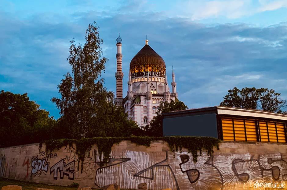 Yenidze am Abend mit Graffiti