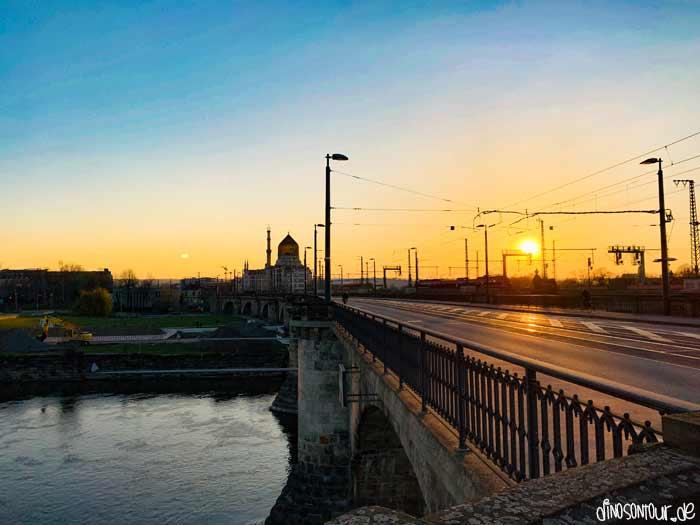 Blick von Marienbrücke Richtung Yenidze in den Sonnenuntergang