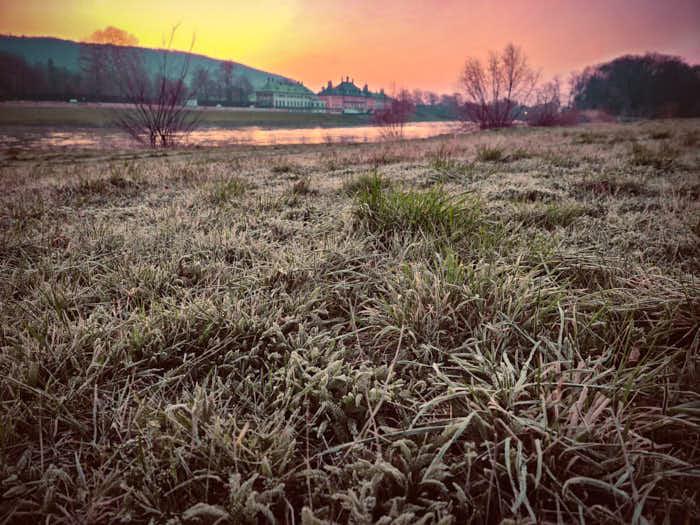 Sonnenaufgang hinter Schloss Pillnitz