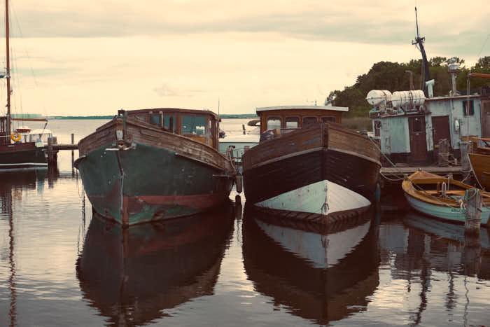 Schiffkutter im Hafen von Kirchdorf
