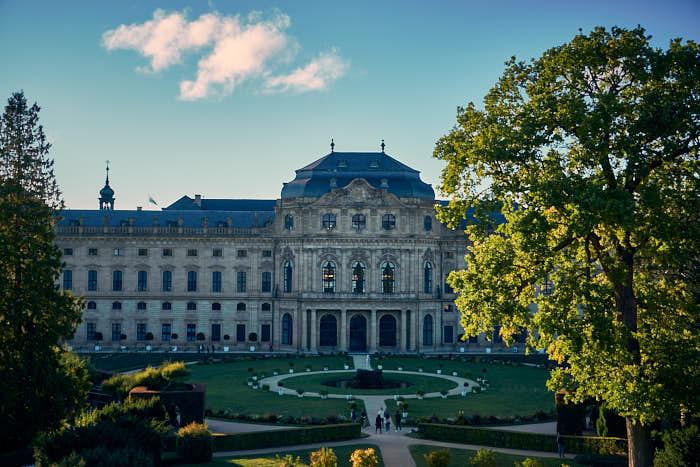 Hofgarten mit Blick auf die Residenz Würzburg