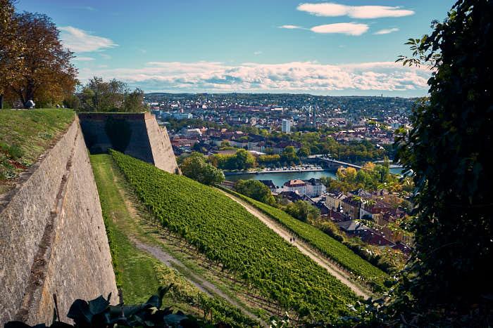 Blick von der Festungsmauer Marienberg