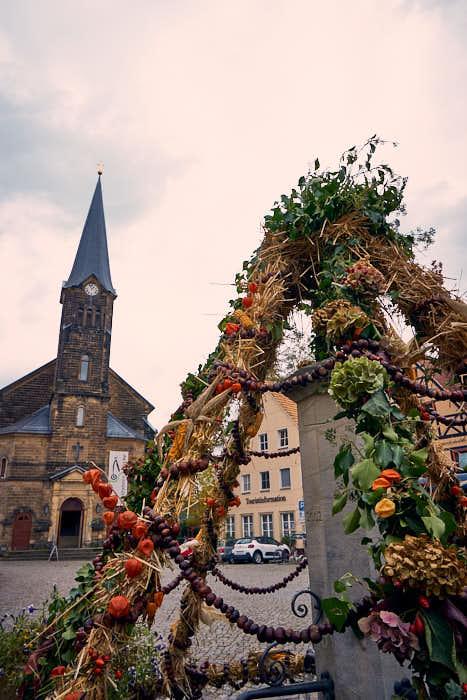 Marktplatz Wehlen mit Radfahrerkirche