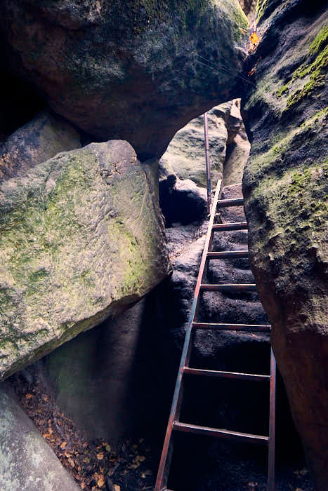 Nadelöhr am Pfaffenstein beim schwierigen Aufstieg