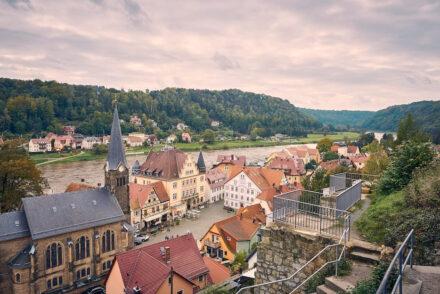 Burgruine Wehlen mit Blick auf Marktplatz
