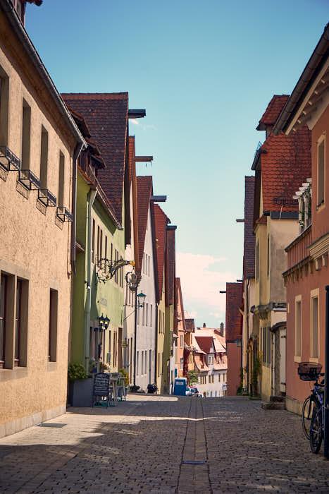 Menschenleere Gasse in Rothenburg