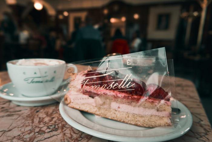 Kuchen im Café Tomaselli