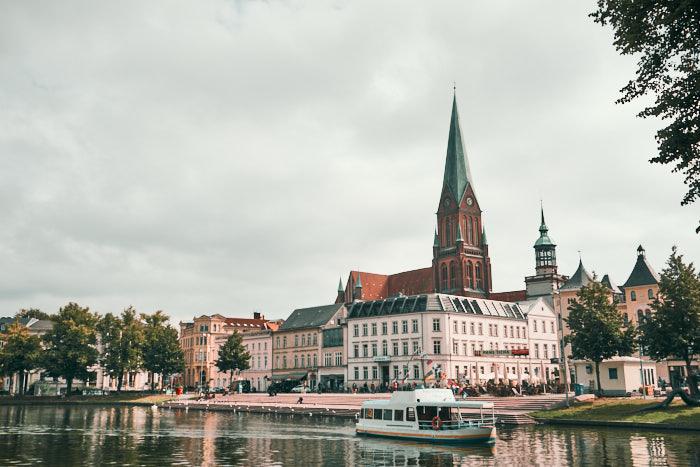 Altstadt Schwerin Blick vom Pfaffenteich