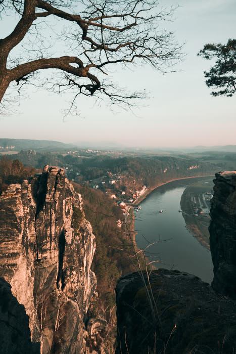 Bastei Aussicht auf Rathen und die Elbe