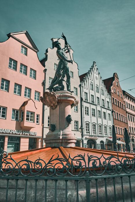 Brunnen Maximilianstrasse gegenüber Schaezlerpalais