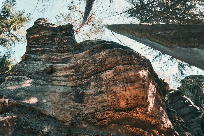 Felswand am Kleinen Kuhstall auf dem Weg zur Gautschgrotte