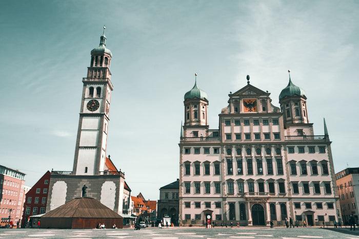Rathausplatz mit Rathaus und Perlachturm Augsburg