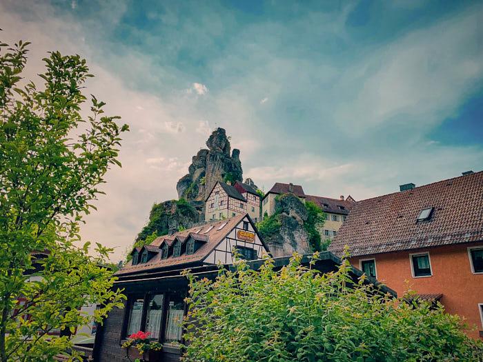 Tüchersfeld mit Blick auf das Museum Fränkische Schweiz