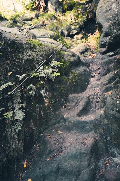 Rotkehlchenstiege Felsen erster Teil
