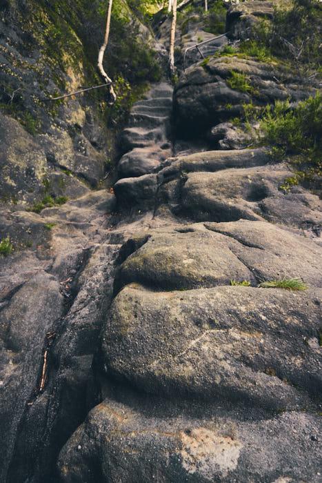 Rotkehlchenstiege Felsen