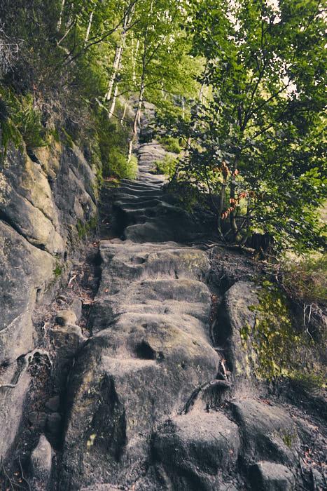 Rotkehlchenstiege Felsen natürliche Stufen