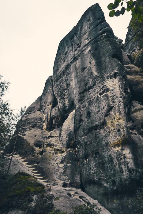 Steintreppen beim Weg um Falkenstein